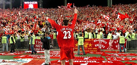 jamie-carragher-salutes-fans-in-istanbul-_460-729107803